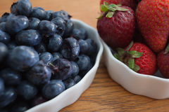 Bowl of blueberries and strawberries Royalty Free Stock Photos