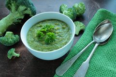 Bowl with broccoli soup Royalty Free Stock Photo