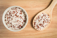 Bowl of brown rice and a scoop of brown rice Royalty Free Stock Images