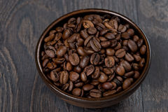 Bowl of coffee beans on a dark background Royalty Free Stock Photos