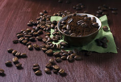 Bowl with coffee beans and ground coffee Stock Photography