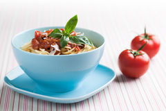 Bowl of cooked spaghetti with tomato sauce and basil Royalty Free Stock Photography