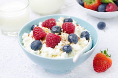 Bowl of cottage cheese with berries, honey, nuts Royalty Free Stock Photos