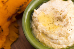 A bowl of creamy hummus Royalty Free Stock Photography