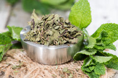 Bowl with dried Mint Royalty Free Stock Images