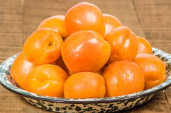 Bowl of fresh apricots Royalty Free Stock Images