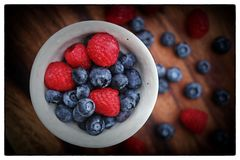 Bowl of fresh berries Royalty Free Stock Photo