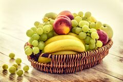 Bowl of fresh fruit Royalty Free Stock Photos