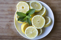 Bowl of Fresh Lemons Royalty Free Stock Photos