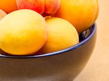 Bowl of fresh peaches Royalty Free Stock Images