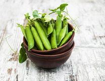 Bowl with fresh peas Stock Photography