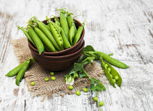 Bowl with fresh peas Royalty Free Stock Photography