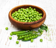Bowl with fresh peas Royalty Free Stock Photos