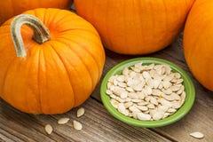 Bowl of fresh pumpkin seeds Royalty Free Stock Photos