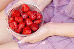 Bowl of fresh red strawberries Stock Photos