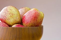 Bowl of fresh ripe cameo apples Royalty Free Stock Images