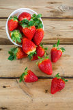 Bowl with fresh strawberries Royalty Free Stock Photos