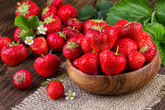 Bowl with fresh strawberries Royalty Free Stock Photography