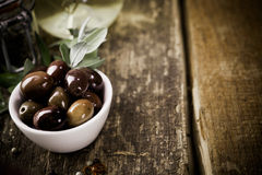 Bowl of fresh whole black olives Royalty Free Stock Photos