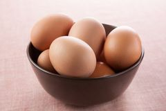 Bowl full of fresh eggs Royalty Free Stock Photos