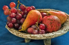 Bowl with grapes, pears,pomegranate and apple Royalty Free Stock Photos