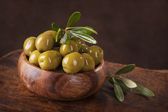 Bowl with green olives Royalty Free Stock Photos