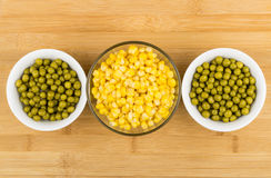 Bowl with green peas and sweet corn on bamboo table Stock Photography