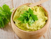 Bowl with guacamole Royalty Free Stock Photos