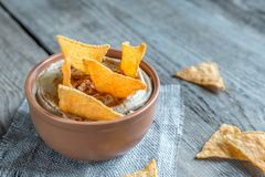 A bowl of hummus with corn chips Royalty Free Stock Photo