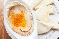 Bowl of hummus with olive oil and pita Royalty Free Stock Photography