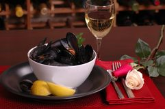 Bowl of mussels in a romantic setting Stock Photos