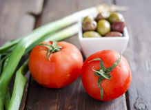 Bowl with olives, tomatoes and green onion Royalty Free Stock Photos