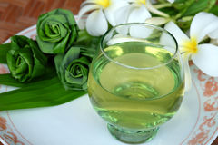 A bowl of pandan juice and pandan leave Royalty Free Stock Photography