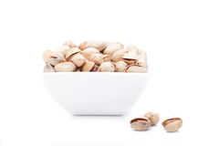 Bowl of pistachios, isolated Royalty Free Stock Photos