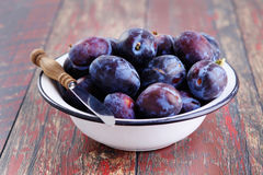 Bowl of plums Royalty Free Stock Image