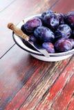Bowl of plums Royalty Free Stock Photos