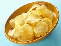 Bowl of potato chips Royalty Free Stock Images