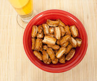 Bowl of pretzels with beer Royalty Free Stock Photos