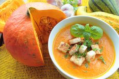 Bowl with pumpkin soup Royalty Free Stock Images