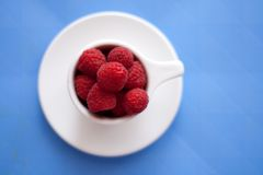 Bowl of raspberries Royalty Free Stock Images