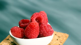 A bowl of red Raspberries Royalty Free Stock Images