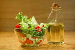 Bowl of salad with fresh vegetables Royalty Free Stock Photos