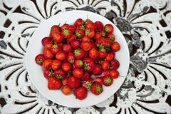 Bowl of strawberries Stock Photos