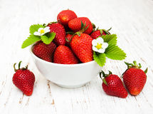 Bowl with strawberries Stock Photography