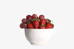 A bowl with strawberry and grapes Stock Photography