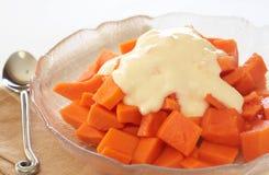 Bowl of summer papaya fruit salad. With topping of fresh yoghurt Royalty Free Stock Photography