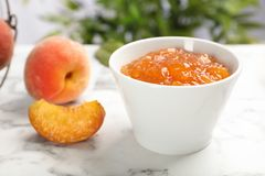 Bowl with tasty peach jam royalty free stock photos