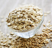 Bowl of uncooked rolled oats Royalty Free Stock Photos