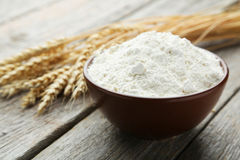 Bowl of wheat flour Royalty Free Stock Photography