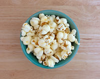 Bowl of white cheddar cheese popcorn on wood table top Stock Images